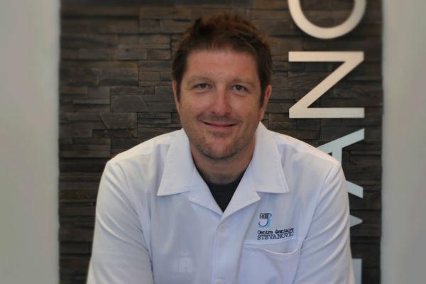 Dr. Nikola Stevanovic, chirurgien dentiste
